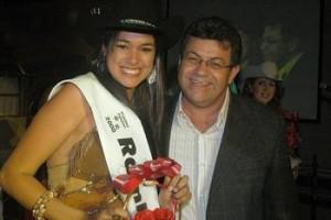 Emidio entrega faixa a Rainha do Rodeio de Osasco