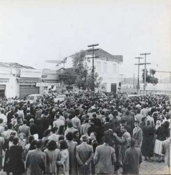 Março de 1954, primeira audição publica (com uniformes) da Corporação Musical Santo Antonio de Osasco, no largo da estação, a mesma ainda existe