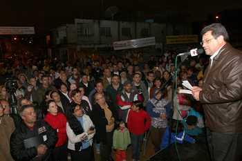 Prefeitura asfalta ruas do Recanto das Rosas