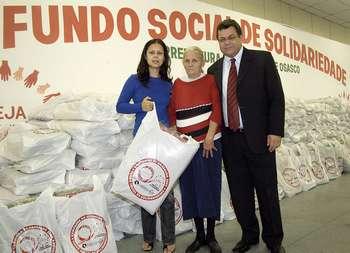 Fundo social de Osasco realiza primeira entrega da Campanha do Agasalho 2008
