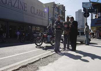 Prefeito visita obras de acessibilidade das calçadas do Centro