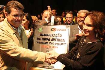 Avenida Presidente João Goulart é inaugurada em clima de festa