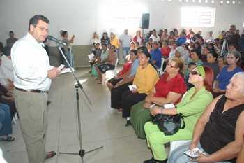 304 famílias do Conjunto Vitória recebem título de permissão de uso