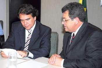 Prefeito Emidio vai a Brasília em busca de mais recursos para a Saúde