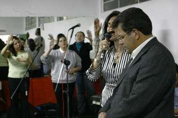 Orações dirigidas marcam noite do prefeito Emidio